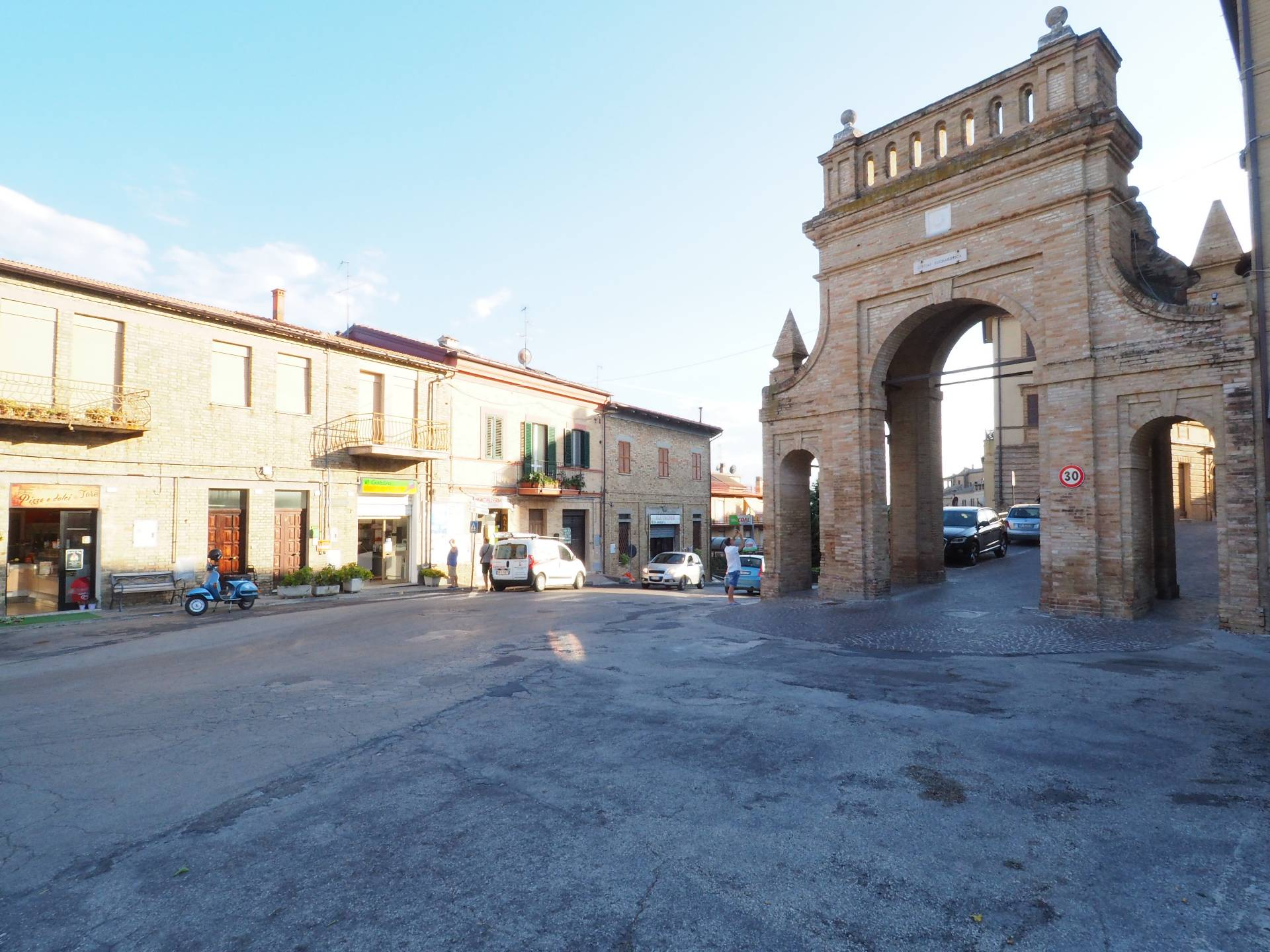 Negozio / Locale in vendita a Morrovalle, 9999 locali, Trattative riservate   CambioCasa.it