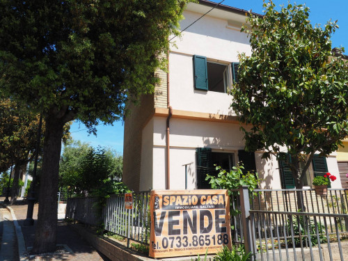Single House for Sale to Montecosaro