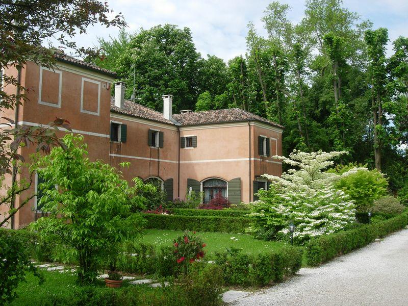 Rustico / Casale in affitto a Preganziol, 8 locali, zona Località: S.Trovaso, prezzo € 3.500 | CambioCasa.it