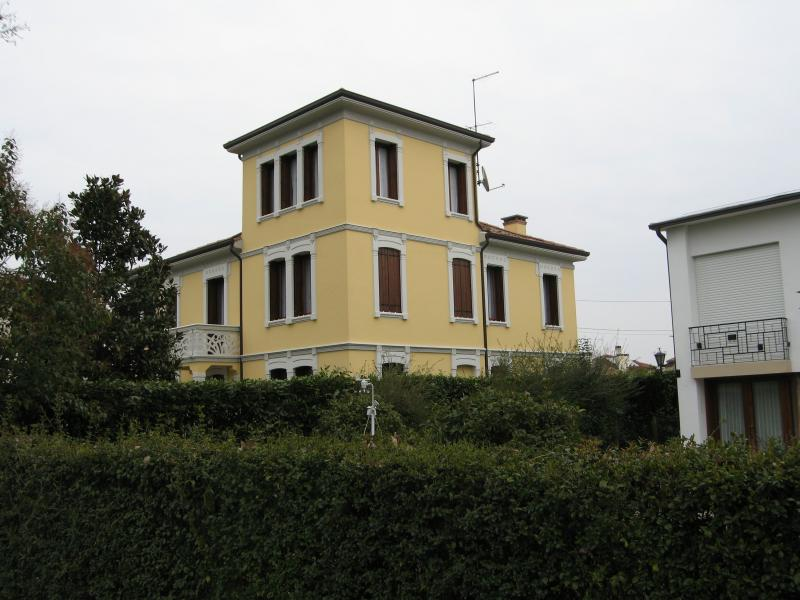 Villa in vendita a Spresiano, 10 locali, zona Località: Centro, Trattative riservate | Cambio Casa.it