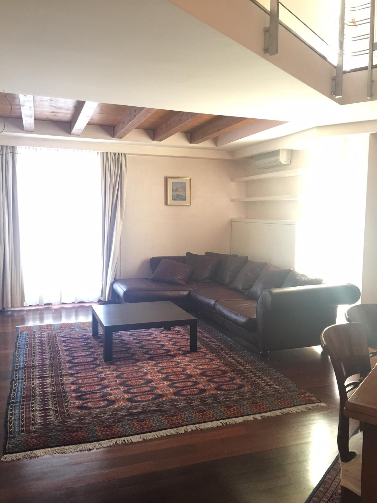 Appartamento in affitto a Treviso, 4 locali, zona Località: Centrostorico, prezzo € 2.000 | Cambio Casa.it