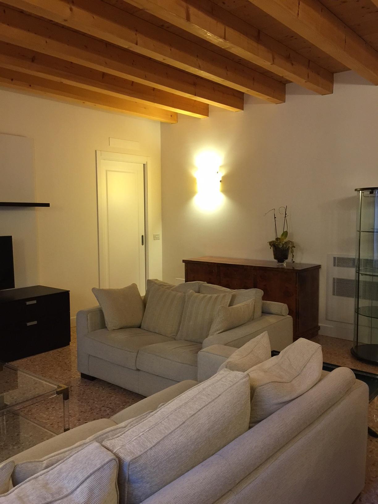 Appartamento in affitto a Treviso, 6 locali, zona Località: Centrostorico, prezzo € 2.700 | Cambio Casa.it