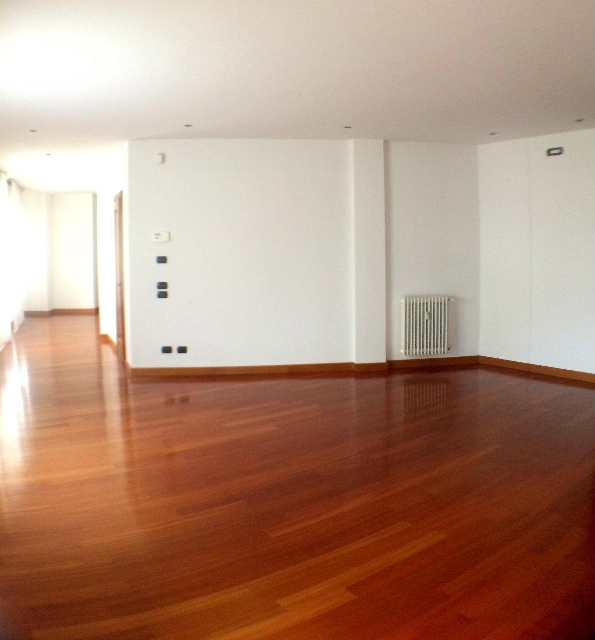 Appartamento in affitto a Treviso, 6 locali, zona Località: Centrostorico, prezzo € 1.200 | CambioCasa.it