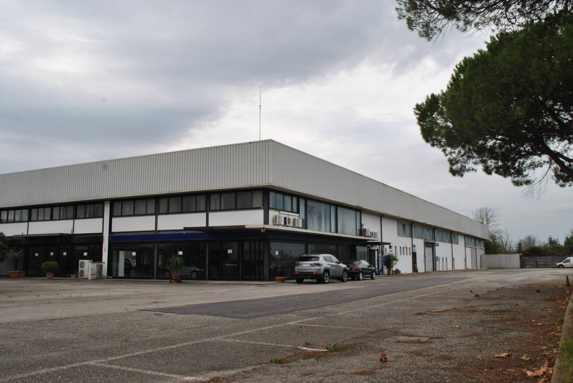 Locale comm.le/Fondo in vendita a San Giuliano Terme (PI)