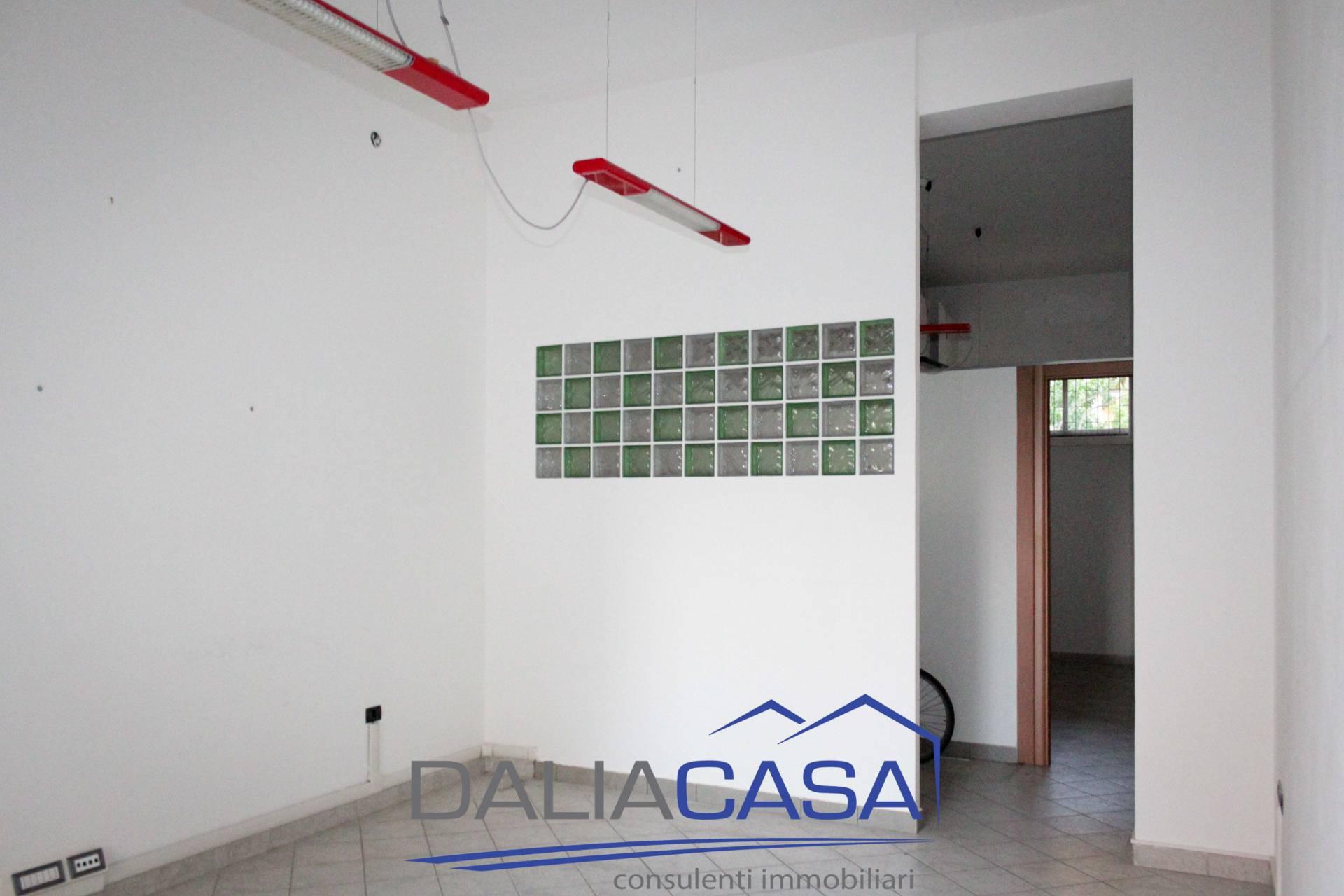 Negozio / Locale in affitto a Formia, 9999 locali, zona Località: Centro, prezzo € 550   CambioCasa.it