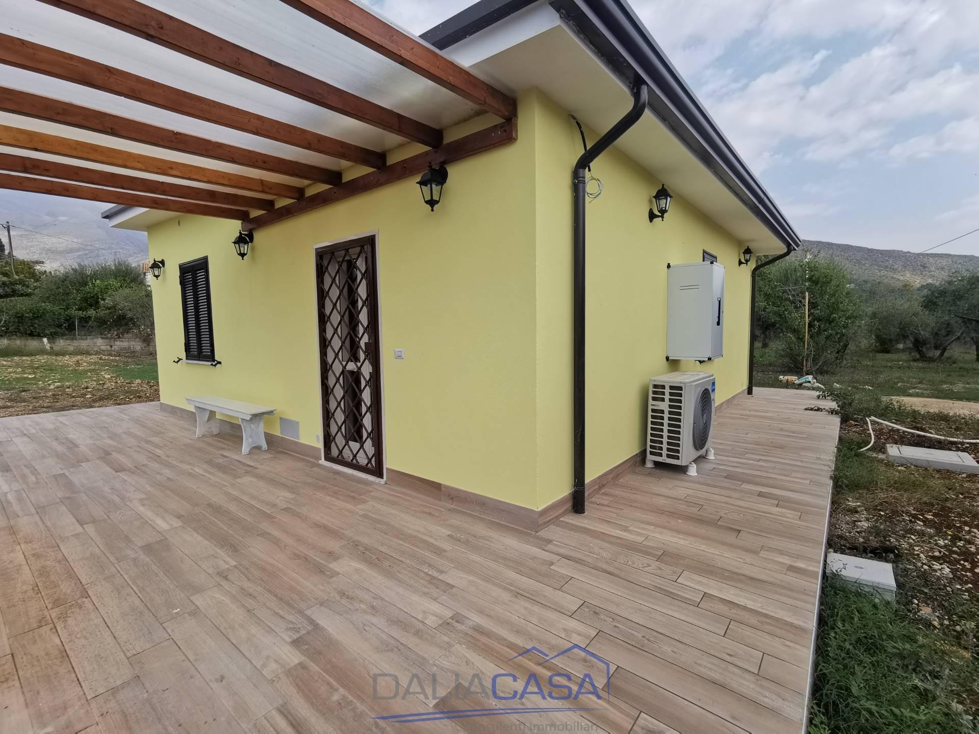 Soluzione Indipendente in affitto a Formia, 3 locali, zona Località: S.aCroce, prezzo € 700   CambioCasa.it