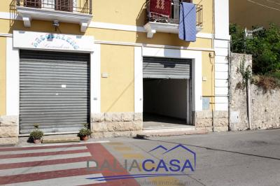 Locale commerciale in Affitto a Formia