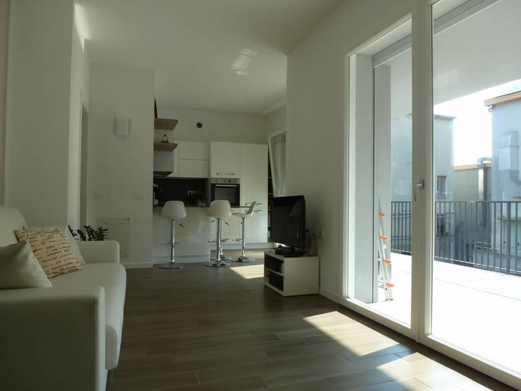 vendita appartamento milano lorenteggio  265000 euro  2 locali  67 mq