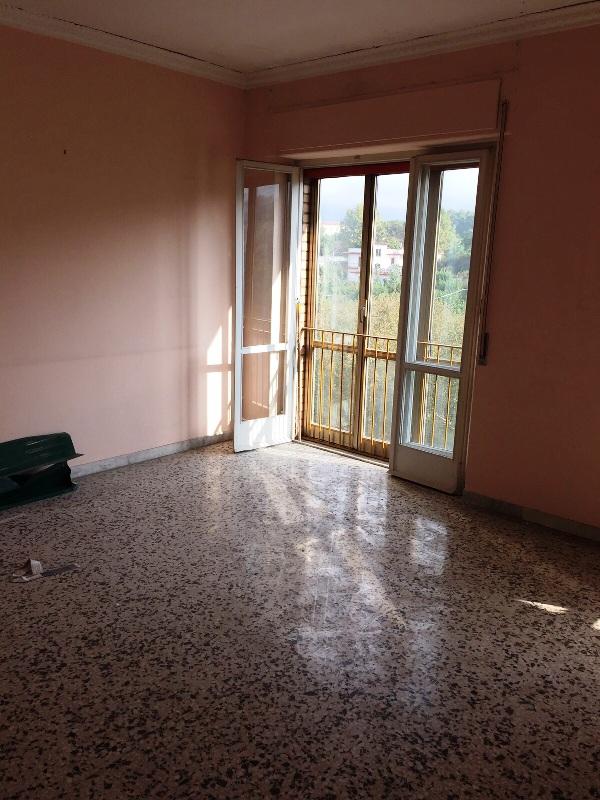 Appartamento in vendita a Nola, 3 locali, prezzo € 75.000   CambioCasa.it