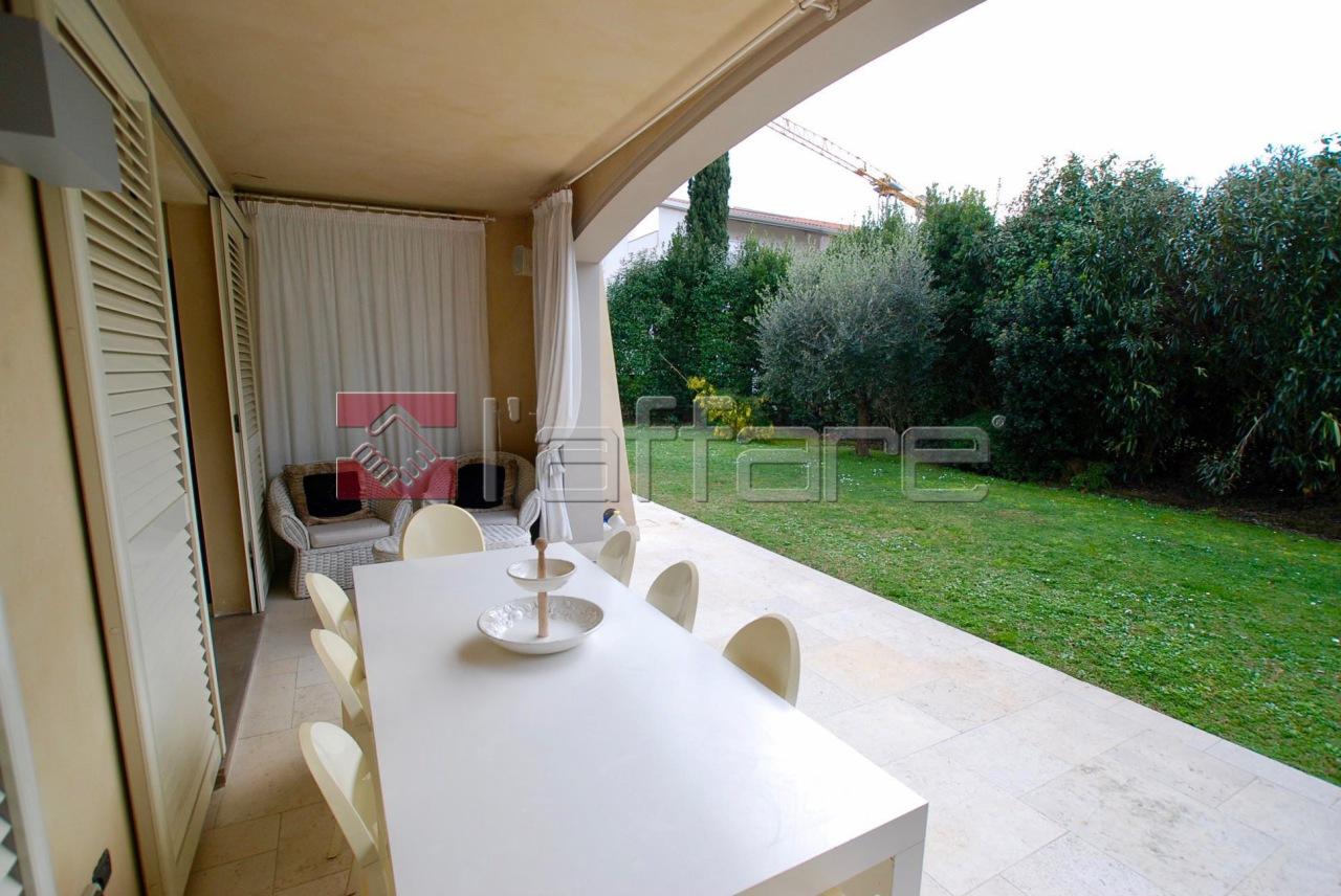 Villa in vendita a Calcinaia, 11 locali, prezzo € 790.000 | Cambio Casa.it