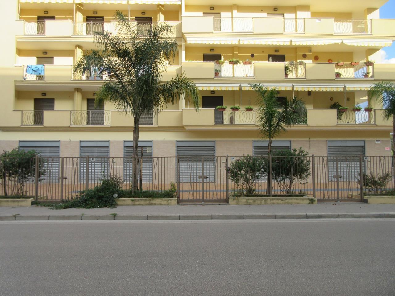 Negozio / Locale in affitto a Maddaloni, 9999 locali, prezzo € 750 | CambioCasa.it