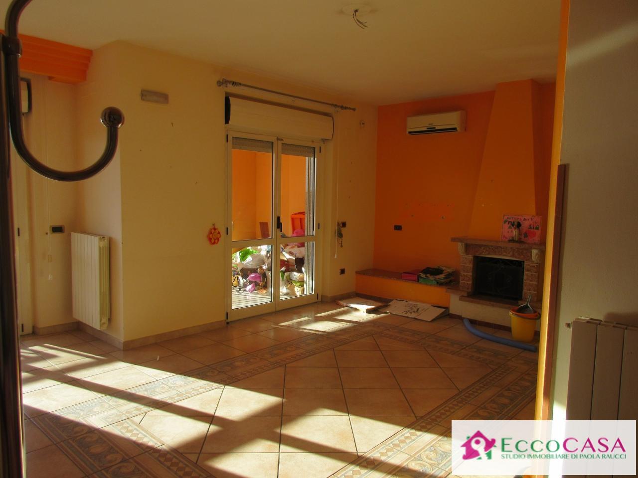 Appartamento in affitto a Maddaloni, 3 locali, prezzo € 425 | CambioCasa.it