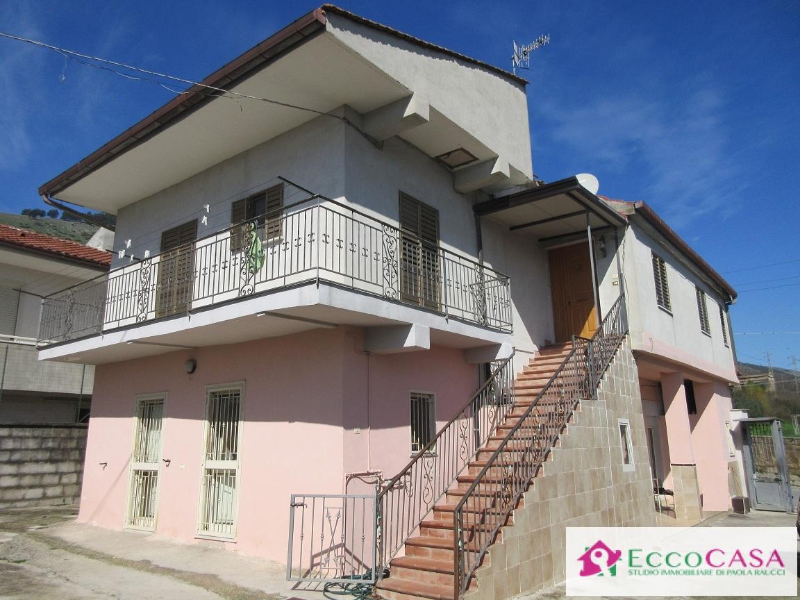 Soluzione Indipendente in vendita a Maddaloni, 8 locali, prezzo € 115.000 | Cambio Casa.it