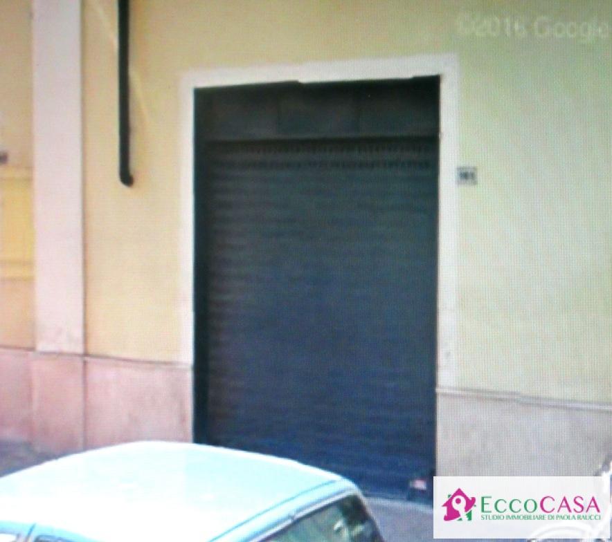 Negozio / Locale in affitto a Maddaloni, 9999 locali, prezzo € 500 | CambioCasa.it