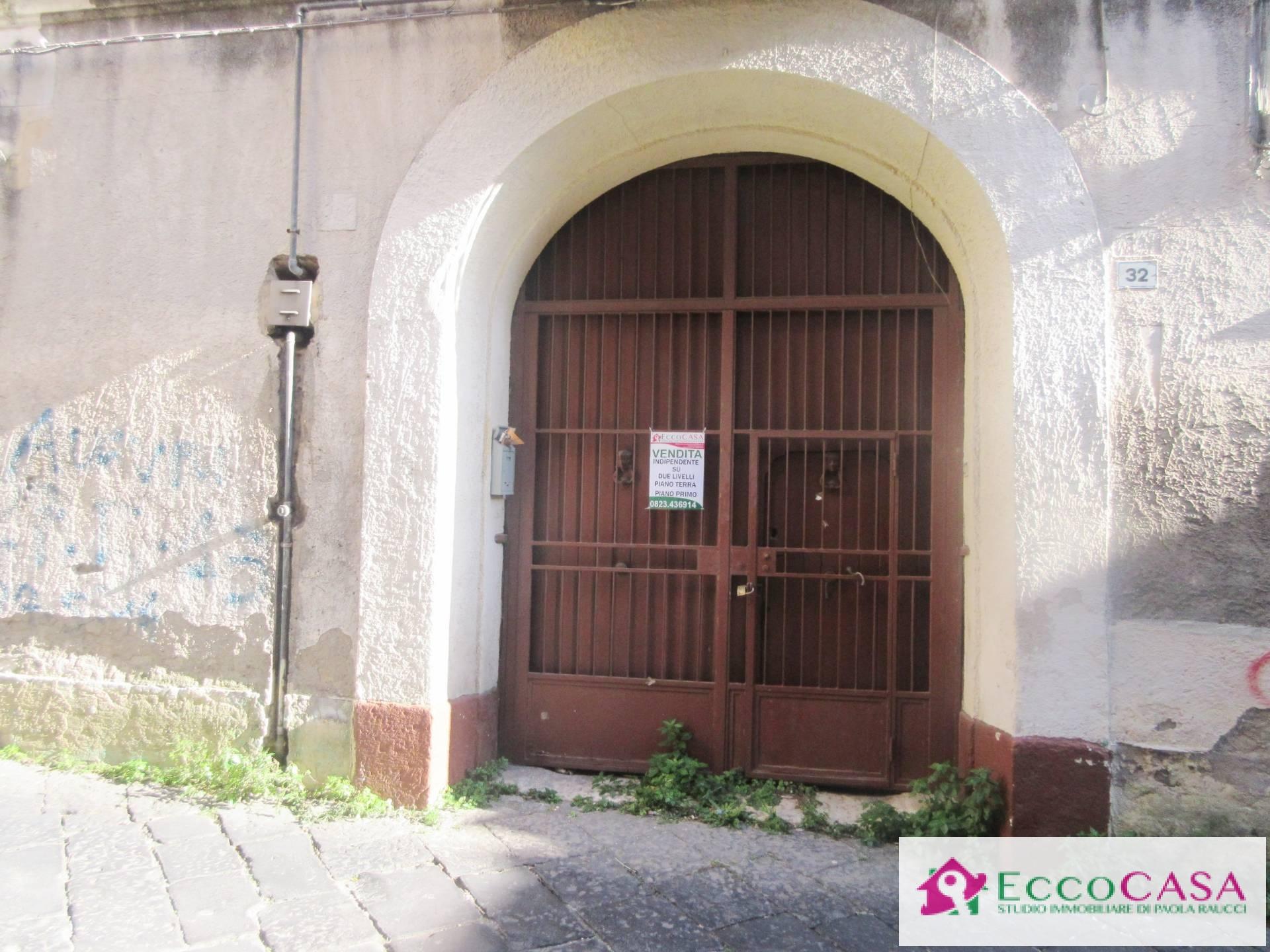 Appartamento in vendita a Maddaloni, 4 locali, prezzo € 100.000 | Cambio Casa.it