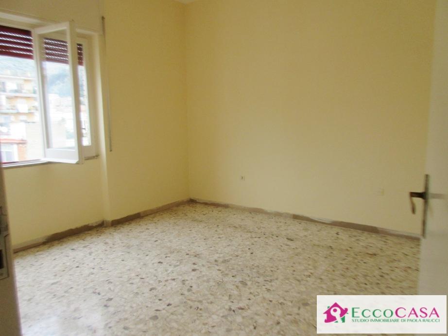 Appartamento in affitto a Maddaloni, 4 locali, prezzo € 350 | Cambio Casa.it