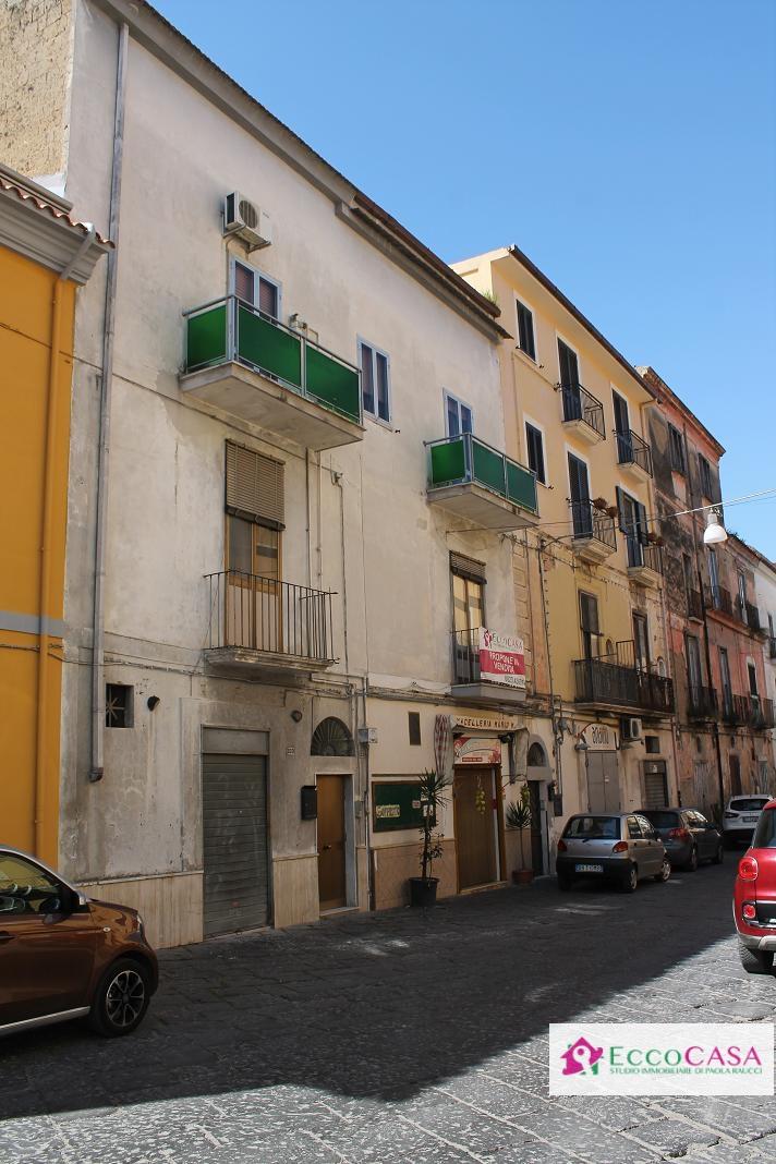 Soluzione Indipendente in vendita a Maddaloni, 6 locali, prezzo € 180.000 | Cambio Casa.it