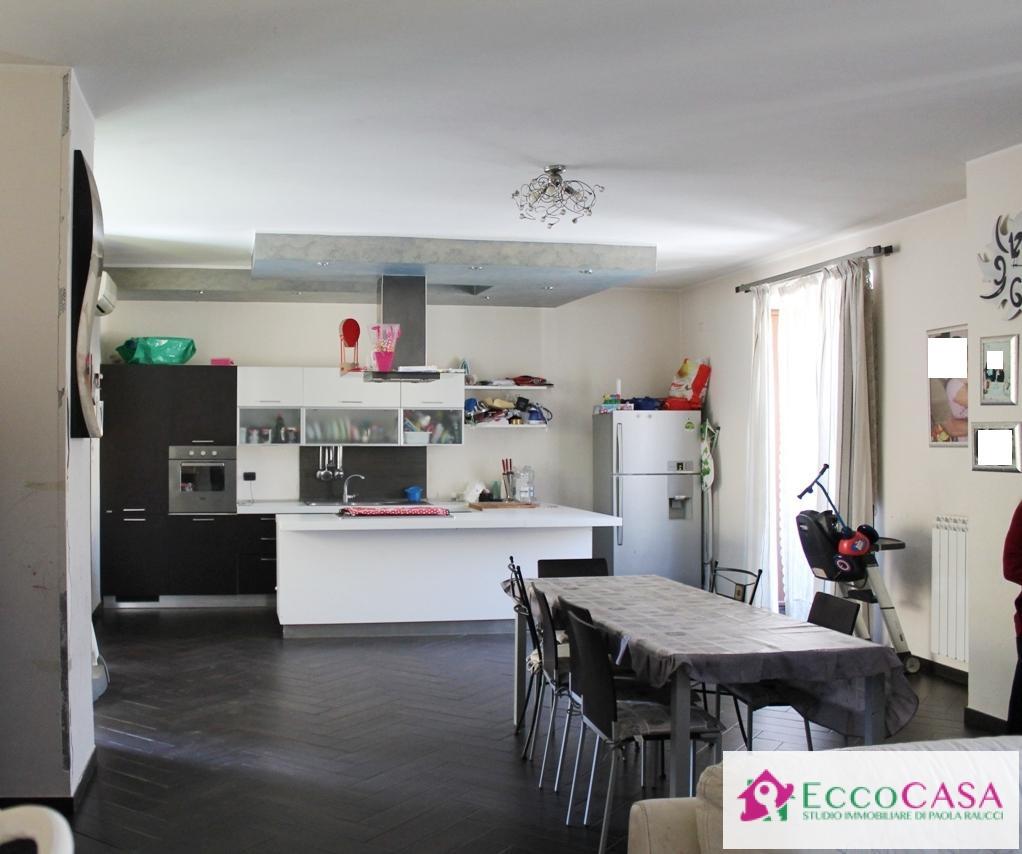 Soluzione Indipendente in vendita a Maddaloni, 5 locali, prezzo € 155.000 | Cambio Casa.it