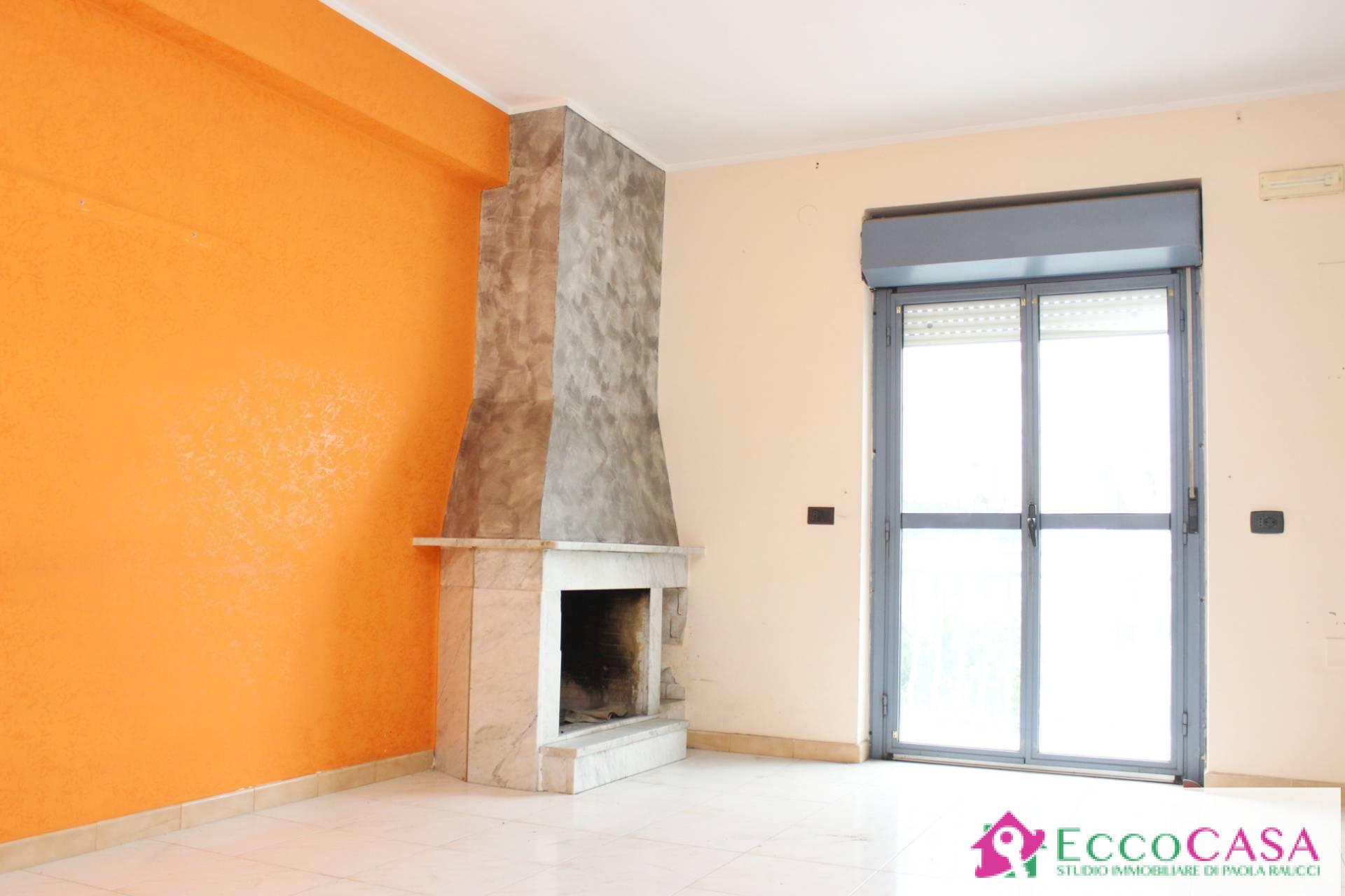 Appartamento in vendita a Maddaloni, 3 locali, prezzo € 115.000   CambioCasa.it