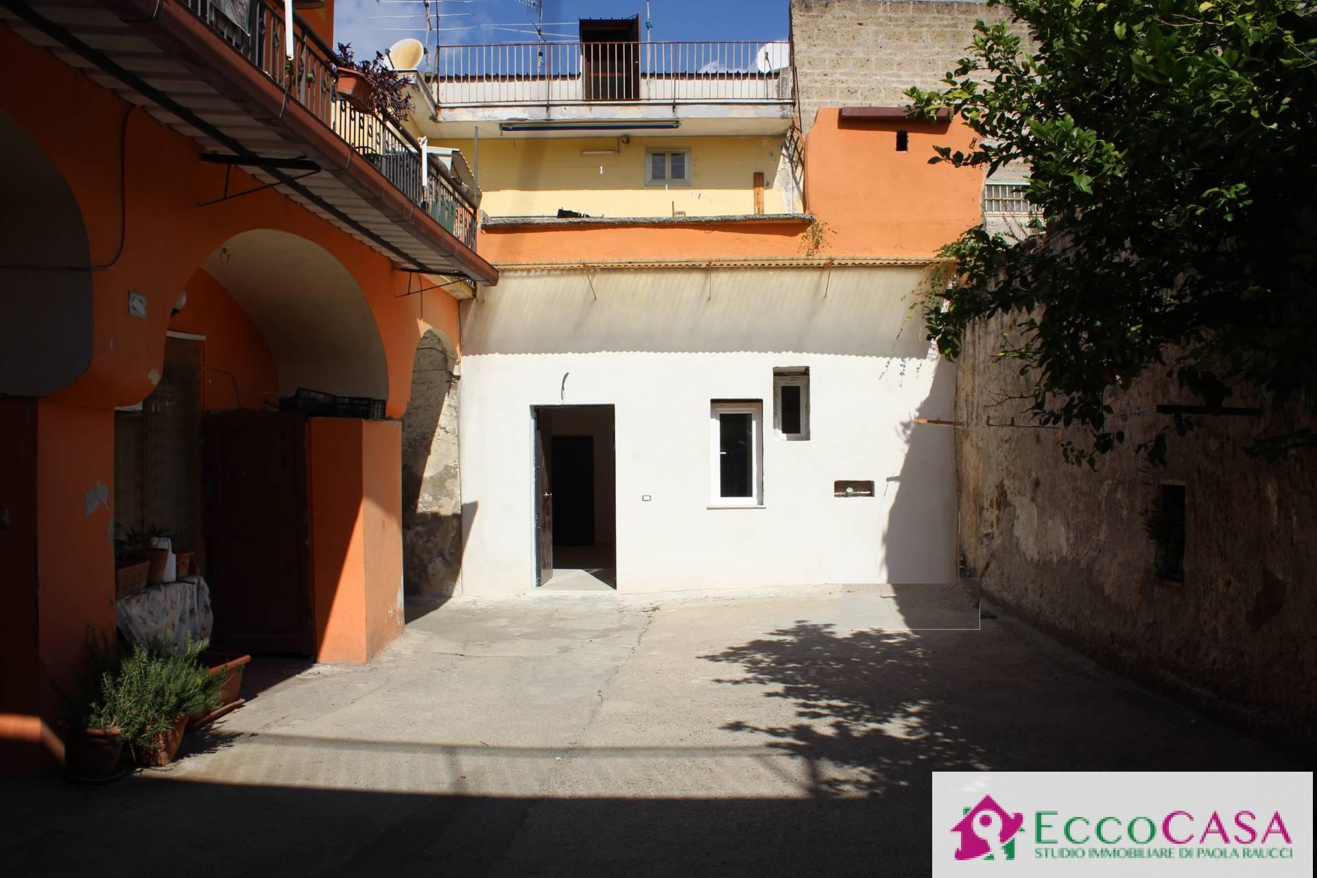 Appartamento in vendita a Maddaloni, 3 locali, prezzo € 40.000   CambioCasa.it