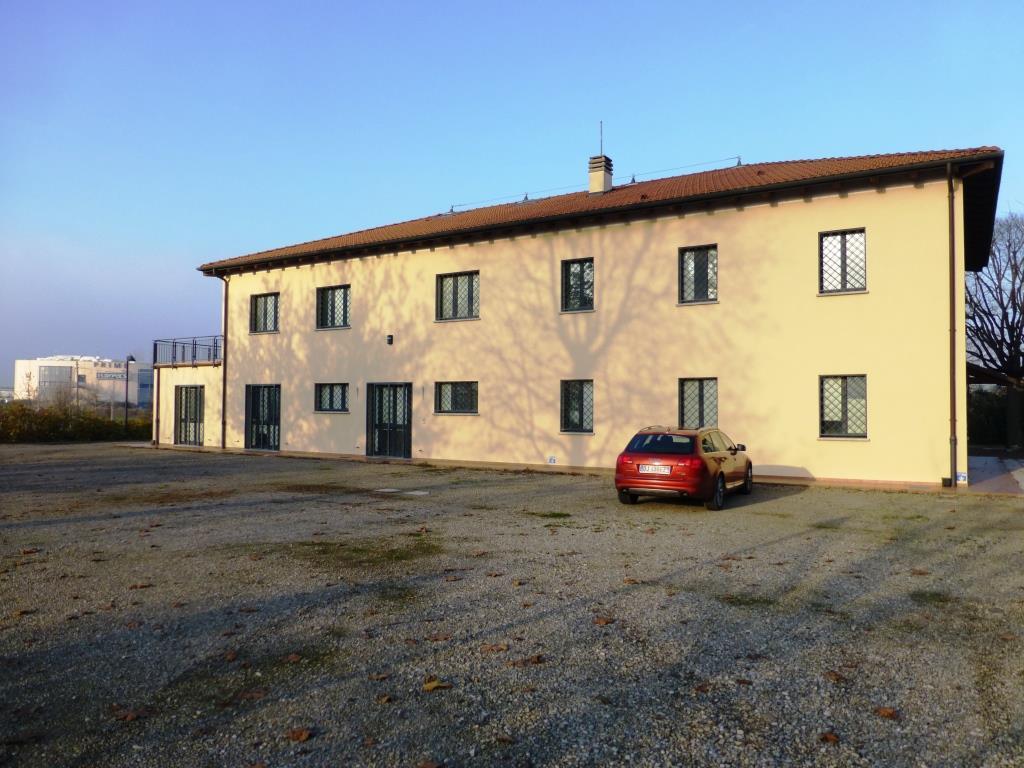 Ufficio / Studio in affitto a Castel Maggiore, 9999 locali, zona Località: TrebbodiReno, prezzo € 6.500 | Cambio Casa.it