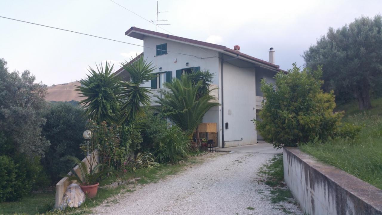 Villa in vendita a Ancarano, 10 locali, prezzo € 290.000 | CambioCasa.it