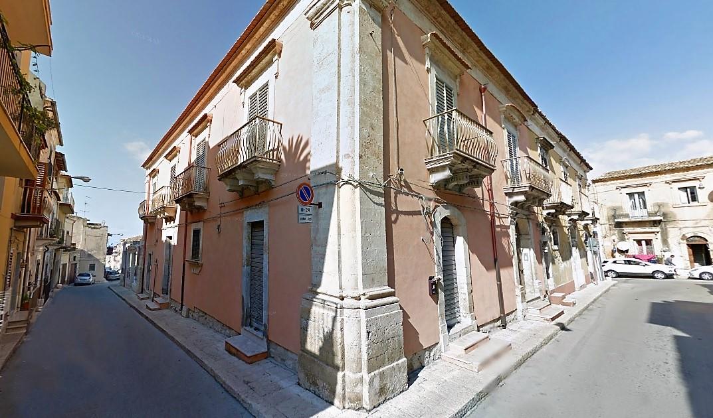 Palazzo / Stabile in vendita a Santa Croce Camerina, 15 locali, Trattative riservate | Cambio Casa.it