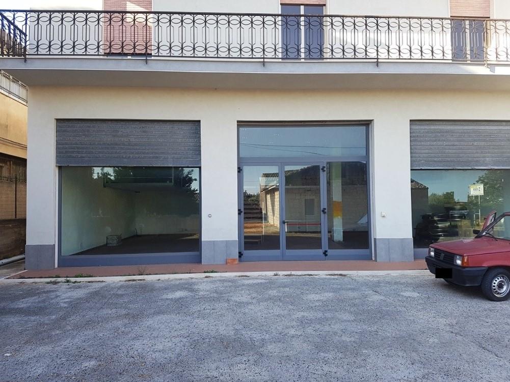 Locale commerciale in affitto a modica cod a143 for Case in affitto a modica arredate
