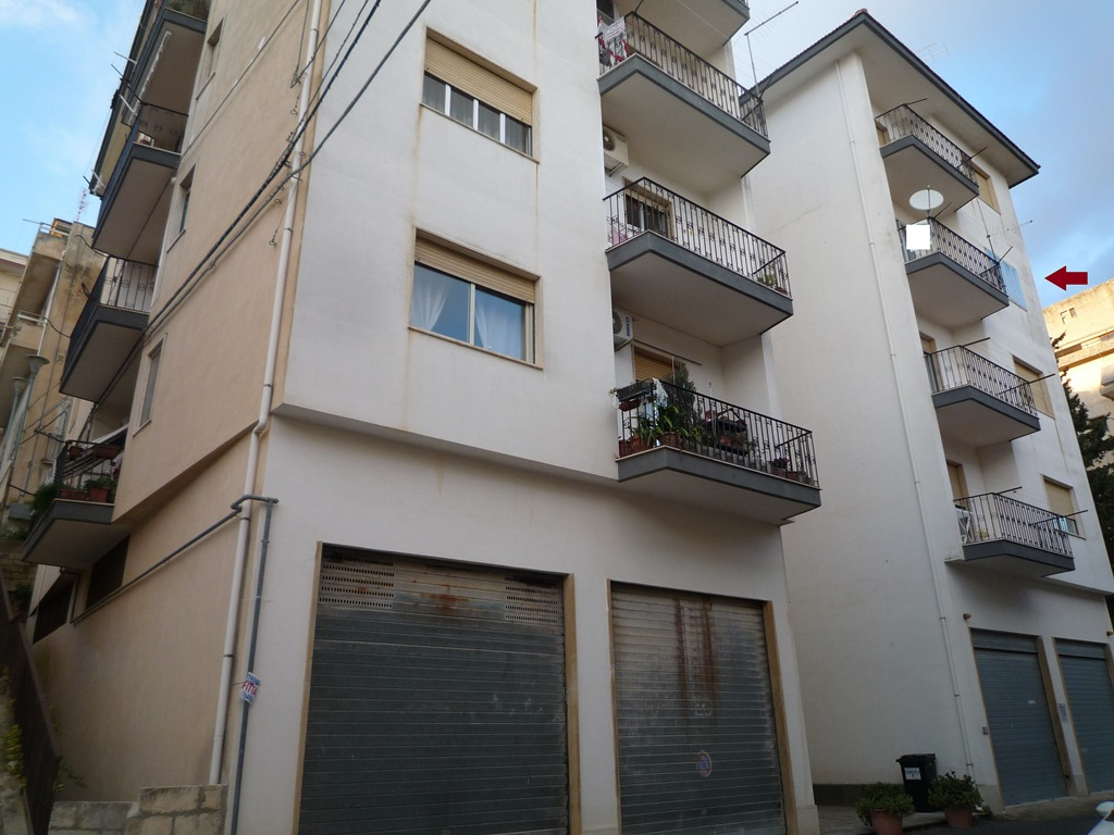 Appartamento in vendita a Modica, 6 locali, prezzo € 110.000   CambioCasa.it
