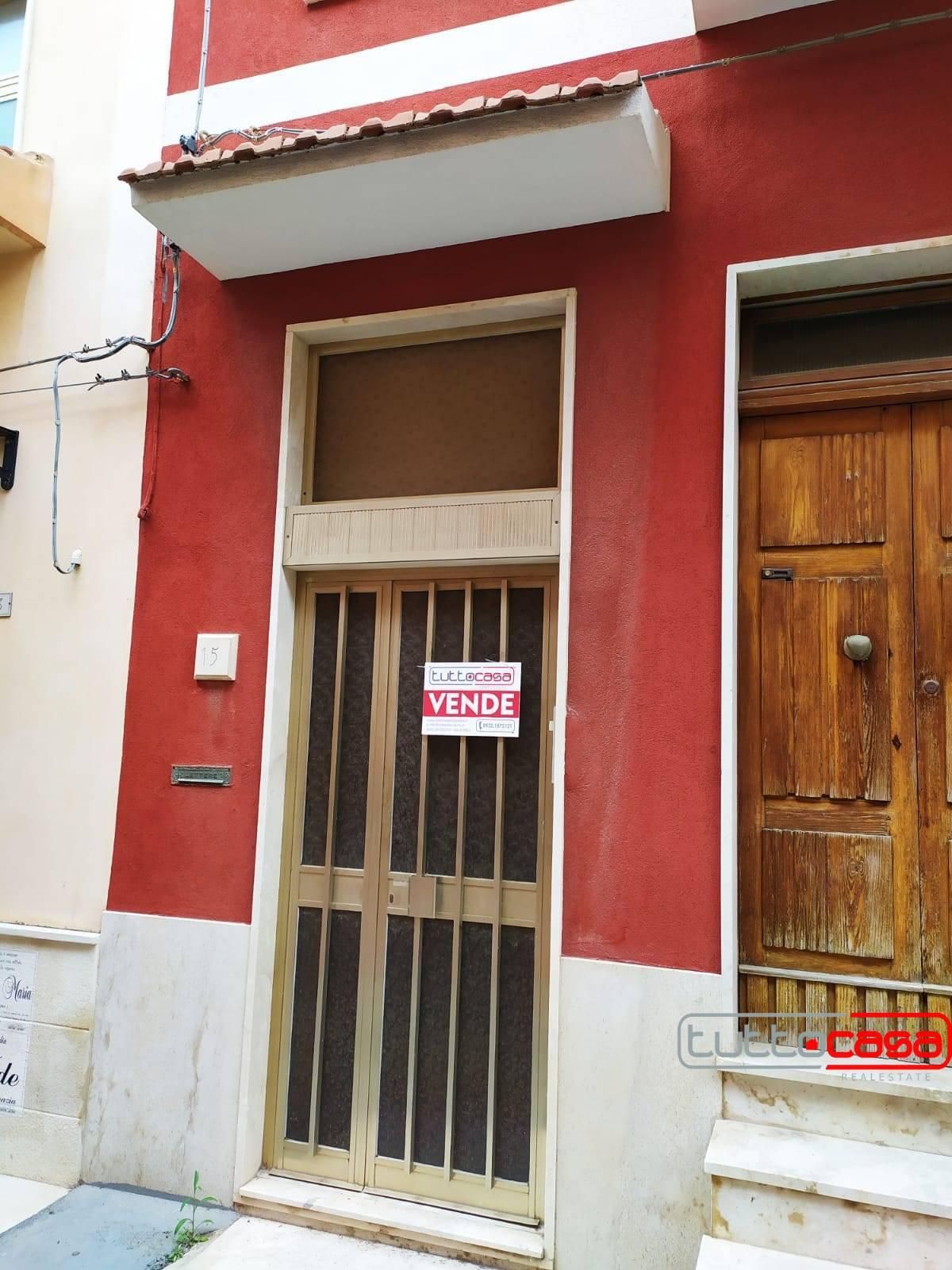 Appartamento in vendita a Pozzallo, 8 locali, prezzo € 125.000   PortaleAgenzieImmobiliari.it