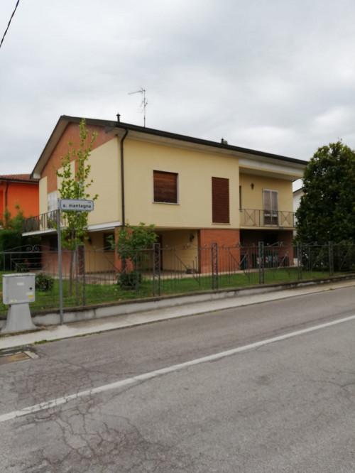 Villa in Vendita a Curtatone