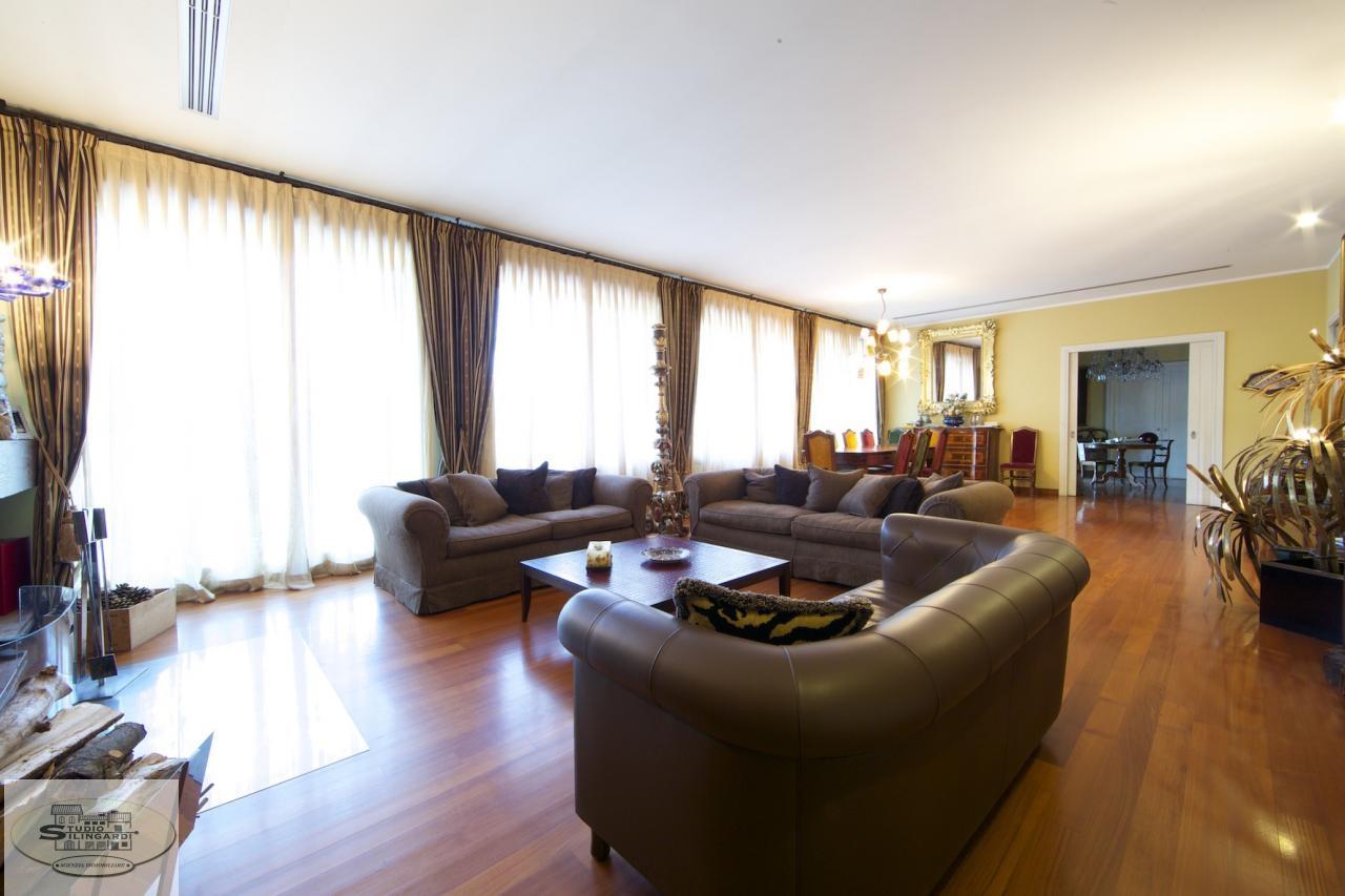 Villa in vendita a Castelnuovo Rangone, 25 locali, zona Zona: Montale, Trattative riservate | Cambio Casa.it