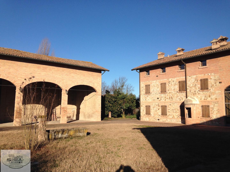 Rustico / Casale in vendita a Sassuolo, 20 locali, zona Zona: Ancora, Trattative riservate | Cambio Casa.it