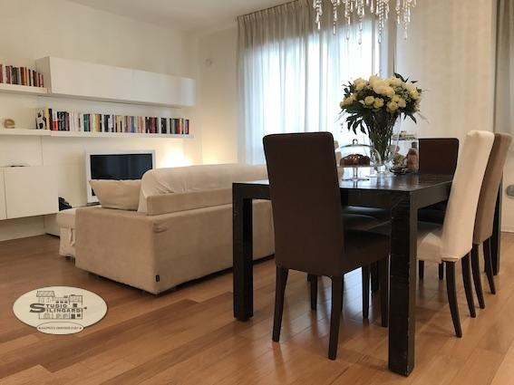 Appartamento in vendita a Modena, 3 locali, prezzo € 305.000 | Cambio Casa.it