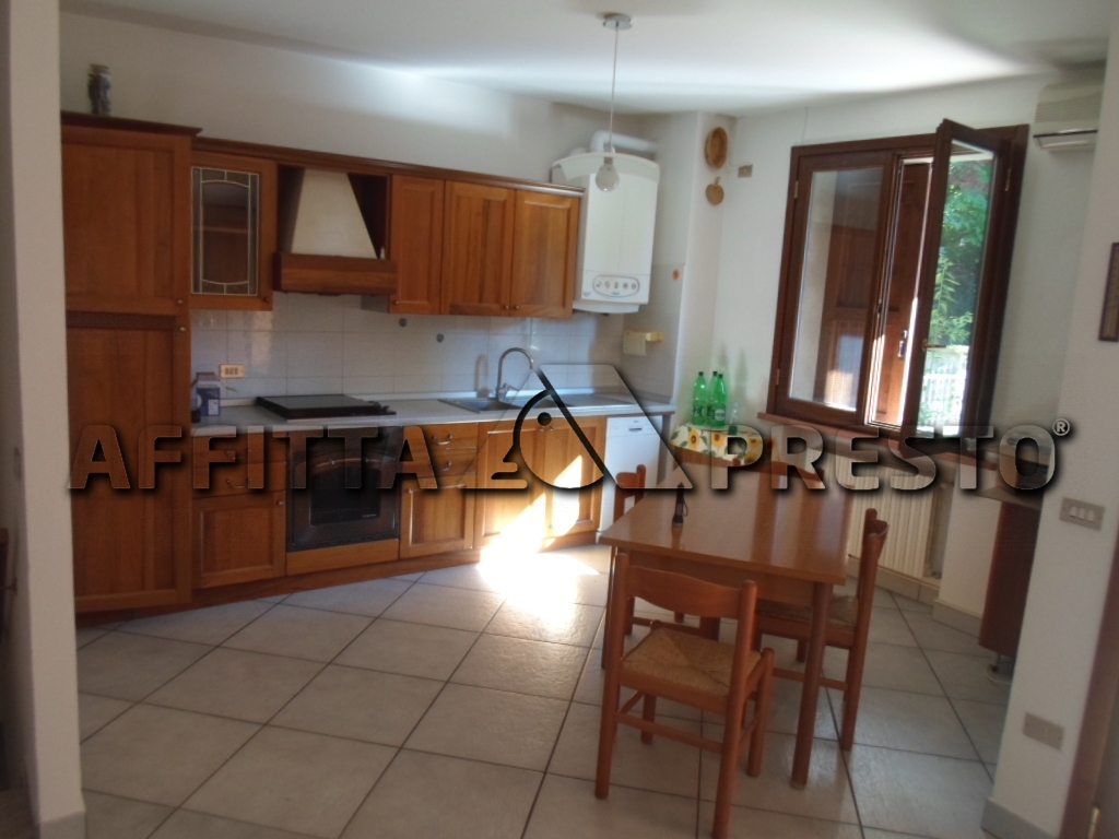 Soluzione Semindipendente in affitto a Cesena, 7 locali, zona Località: PonteAbbadesse, prezzo € 1.150 | Cambio Casa.it