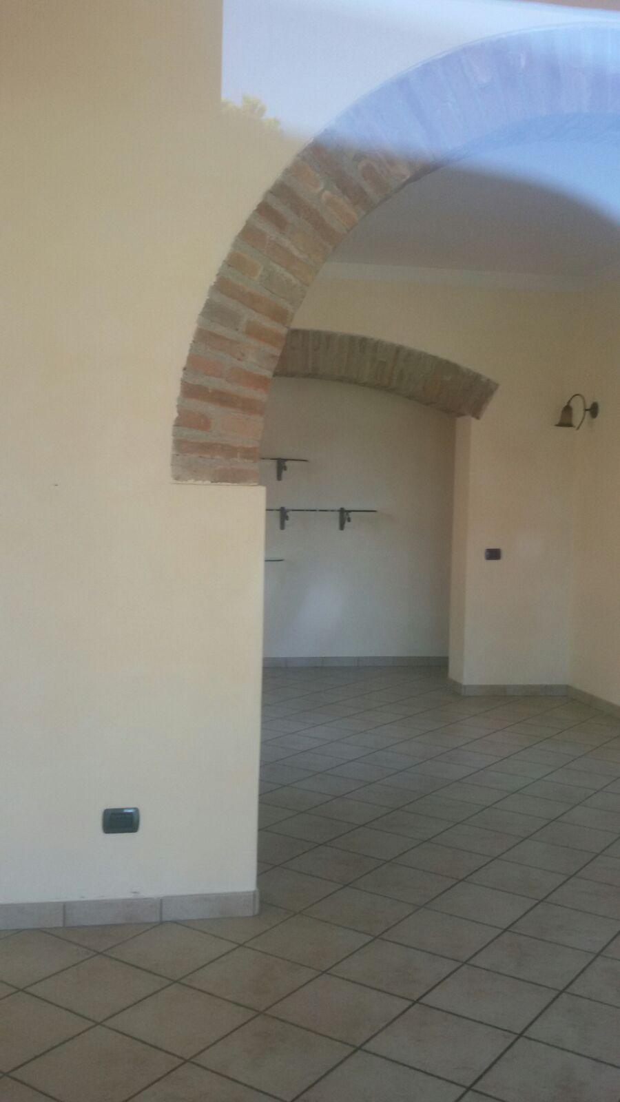 Negozio / Locale in affitto a Lugo, 9999 locali, zona Località: Voltana, prezzo € 450 | Cambio Casa.it