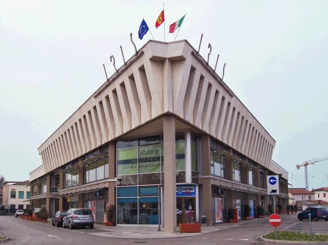 Negozio / Locale in affitto a Lugo, 9999 locali, prezzo € 2.800 | Cambio Casa.it