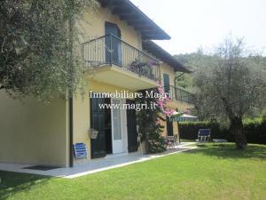 Villa in Vendita a Torri del Benaco