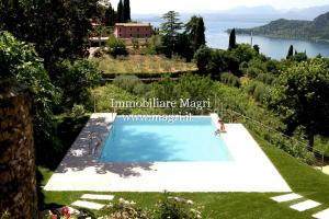 Villa for Sale in Garda