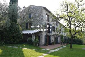 Country House / Rustico for Sale in Torri del Benaco