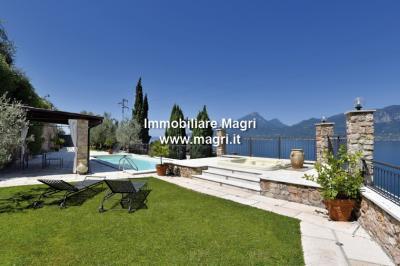 Villa in Vendita a Brenzone sul Garda