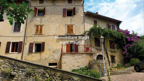 Landhaus / Rustico zum Kauf in Torri del Benaco