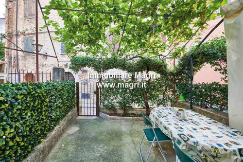 Appartamento in Vendita a Torri del Benaco