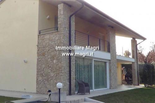 Villa in Vendita a Bardolino