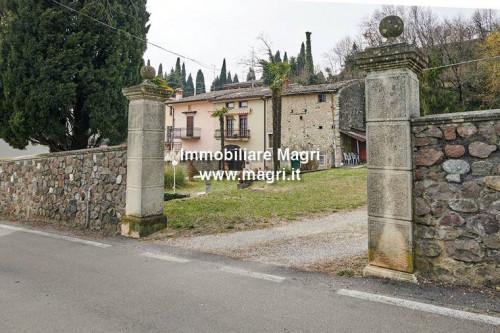 Rustico/casale in Vendita a Caprino Veronese