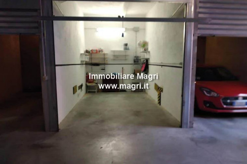 Garage for Sale in Verona