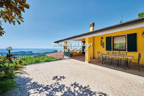 Villa for Sale in San Zeno di Montagna
