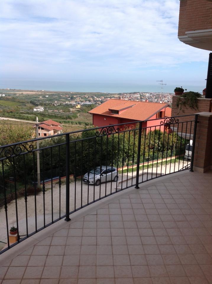 Appartamento in vendita a Colonnella, 3 locali, prezzo € 135.000 | CambioCasa.it