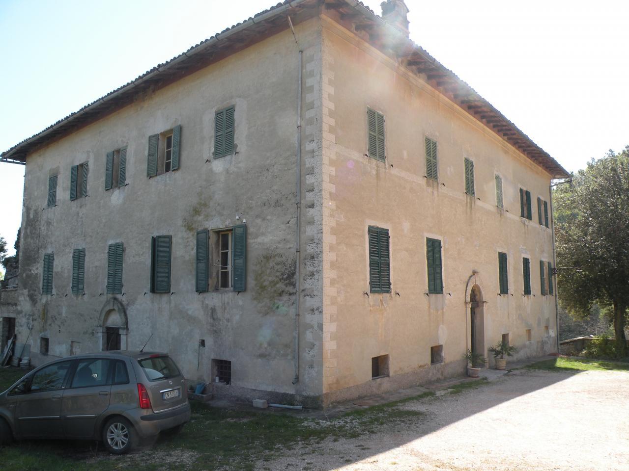 Castello/Torre in vendita a Serrapetrona (MC)