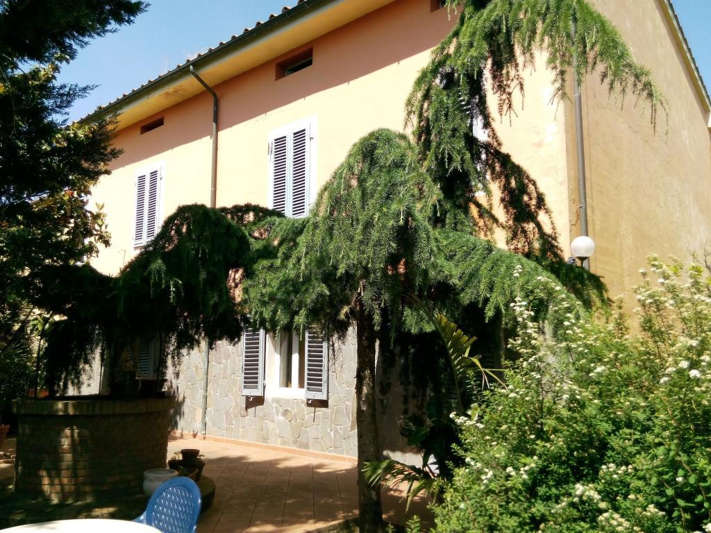Soluzione Indipendente in vendita a Montecarlo, 9 locali, zona Località: SanGiuseppe, prezzo € 395.000 | CambioCasa.it